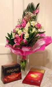 Kiitos Koulutuspeliseminaariin osallistujille kukista ja suklaasta!