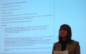 ITU-verkoston puheenjohtaja Lea Virtanen avaamassa tietosuojaseminaaria