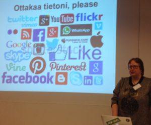 Leena Romppainen toteaa, että jaamme itse itsestämme tietoa somessa.