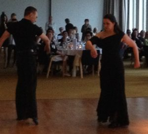 Katja Koukkula ja Jussi Väänänen esittävät tanssin taikaa.